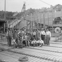 Lake Union Steam Plant construction workers_1914_Seattle Municipal Archives.tif
